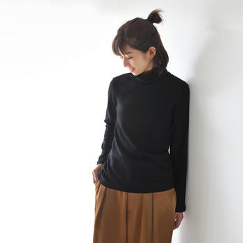 黒タートルを使った、さまざまな着こなしをご紹介しました。いかがでしたでしょうか。女性らしく、メンズライクに…と、黒タートルをどんどん着まわして、冬ならではのおしゃれを楽しんでみてくださいね。