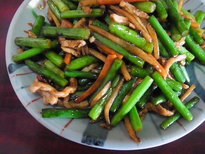 「アリシン」はにんにくの芽にも含まれていますが、にんにくよりもアリシンの生成量が少ないため、にんにくに比べてにおいもやわらかく、食べやすくなっています。