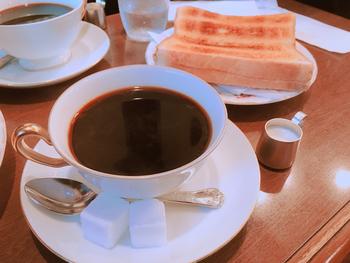 モーニングは平日の10時から11時半までやっています。メニューは以下の4種類で、Aセット以外の飲み物はコーヒー、カフェオレ、紅茶の3種類から選ぶことができます。また、トーストモーニングプレートにはスクランブルエッグ、サラダ、ベーコンが、ホットケーキモーニングプレートには、サラダかヨーグルト、スクランブルエッグがついてきます。
