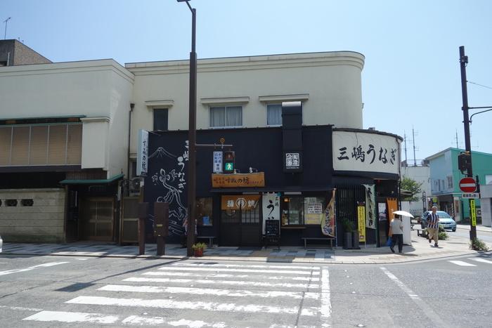「すみの坊 大社前店」はその名のとおり三嶋大社の目の前にあるうなぎ屋さん。参拝の後に、すぐにうなぎを食べに行けますね。
