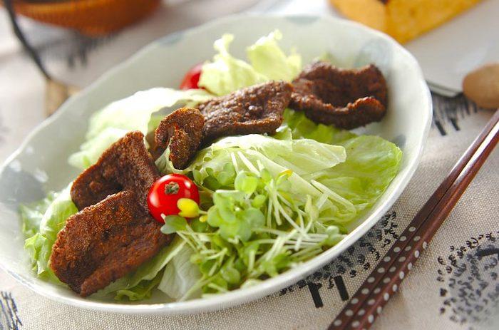 ご飯にもパンにも合いそうな「牛レバーのカレー風味揚げ」。見た目もヘルシーで、カレーの風味豊かなメニューはレバーが苦手な子でも美味しくいただけそう。