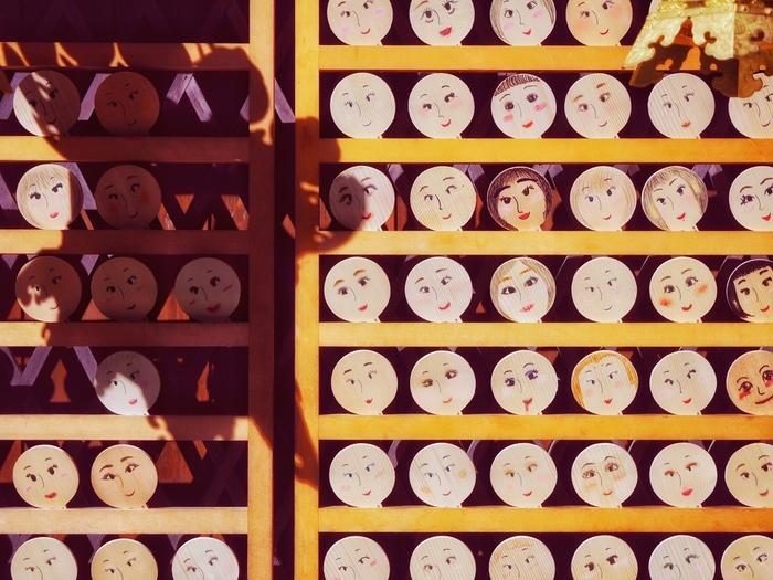 下鴨神社の摂社の1つでもある河合神社は、日本第一の美麗の神様が祀られています。 その名も玉依姫命(たまよりひめのみこと)。美容や縁結び、安産など女性ならではのお願いごとを叶えてくれる神様です。
