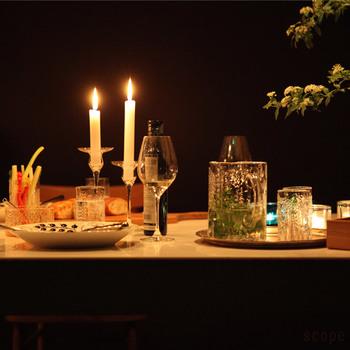 デンマークのガラスブランド「ホルムガード社」のキャンドルホルダーはちょうどいい高さで、抜群の雰囲気を醸し出してくれます。