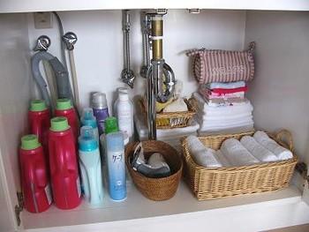 収納はこんな感じ。髪を乾かす時に洗面台下の扉をサッと開け、ドライヤーを取り出すだけなので動きがスムーズです。