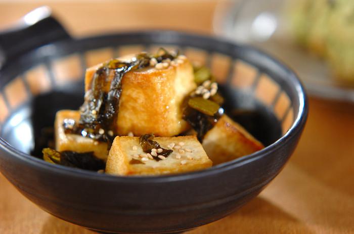 こちらは豆腐を崩さずに炒めたスピードレシピの炒め物です。豆腐にしっかりと焼き目をつけてあげるのが美味しく仕上げるポイントです。