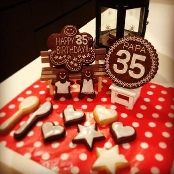 誕生日ケーキには、やはり年齢の数字が入ったプレートが欲しいもの。そして丸ごと美味しく食べれればもっと楽しい♪ホワイトのアイシングにすれば、卵白と微糖のみでできます。