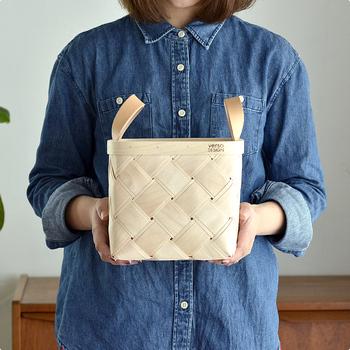 職人さんの手によってひとつひとつ丁寧に編みこまれたVerso Design(べルソ・デザイン)のバスケット。