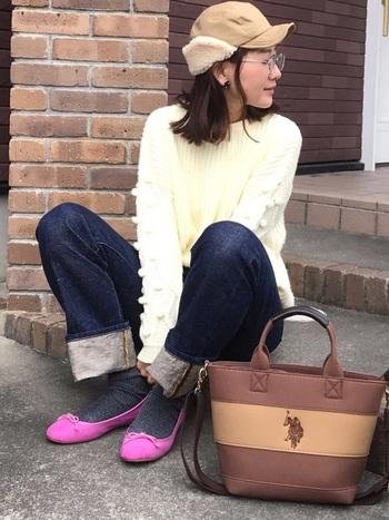 ボア付きのジェットキャップが女の子らしくてかわいい!シンプルなコーディネートもワンランクアップしちゃいますね。小顔効果もありますし、暖かいのでこの冬イチオシです。