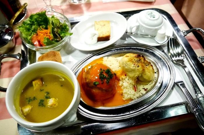 本格的なフランスの郷土料理や家庭料理がいただける『クレッソニエール』。新宿地下街にあるお店です。メイン、サラダ、スープ、パン、デザート、コーヒーがセットになったランチは、リーズナブルなのに本格的な味わい。