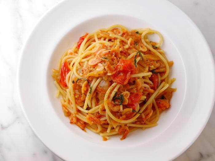 トマトの酸味と甘みが広がるトマトソースパスタ。定番のパスタだからこそ、ピッツェリア カポリのパスタを食べて、他とは違う素材を生かした美味しさを味わってください。