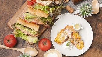 オープンテラスのカフェバー『サニーサイド』。お昼は、ランチとカフェと自家製デザートがいただけます。