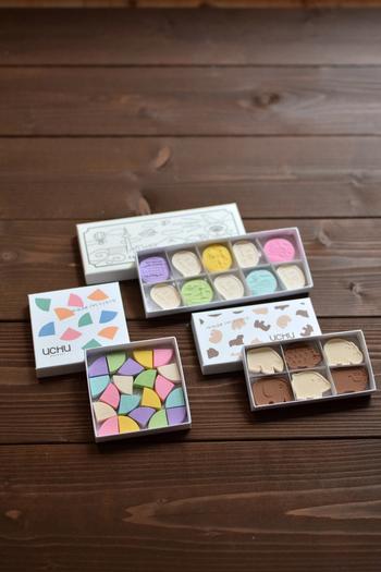 色とりどりの和三盆と金平糖は、可愛らしい見た目でお土産にぴったり。神宮丸太町駅近くの寺町店と、京都タワー内の京都タワーサンド店で購入できます。