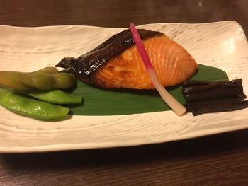 個室ランチは、3,500円以上のメニューから注文できます。焼き魚や天ぷらなどの昼懐石をゆっくりといただけますよ。接客レベルも高いと評判で、大切な商談をする際も安心です。
