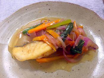 真鯛の切り身を、さっぱりした味わいの甘酢あんかけにするのもおすすめ。鯛を揚げるときは、動かさないようにすると、サクサクした仕上がりになるようです。
