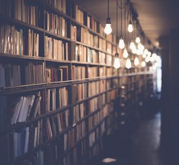 店員さんのこだわりが詰まった本屋さんやブックカフェなら、きっと胸がときめく1冊に出会えるはず。ひとりでゆっくりと本の世界に浸るのもよし、身近な人と一緒に本を探すのもよしの、都内にある素敵なお店をご紹介します。