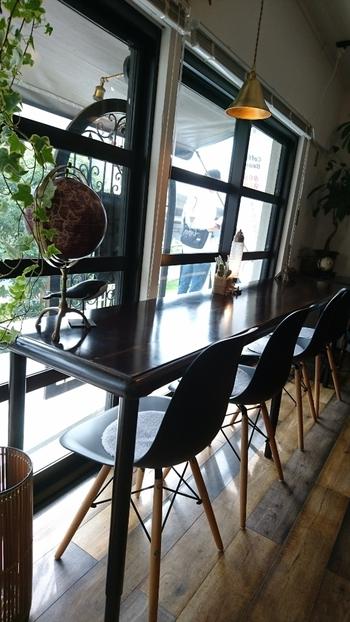 高円寺駅から高架下を歩き、高円寺と阿佐ヶ谷の真ん中ほどにある「JULES VERNE COFFEE(ジュールヴェルヌコーヒー)」は、フルーツサンドが食べられるコーヒーショップとしてSNSで話題のお店です。おしゃれなカウンターでゆっくりひとりランチしませんか?