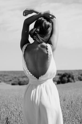 姿勢が良いことは腰痛予防やウエスト周りの引き締めに効果があるうえに、見た目も素敵ですよね。そうは分かっていても、気を抜くと背中が丸くなってしまうというひとはいませんか?この一年、どんな時でも背筋をしっかり伸ばすことをプラスαしてみましょう。