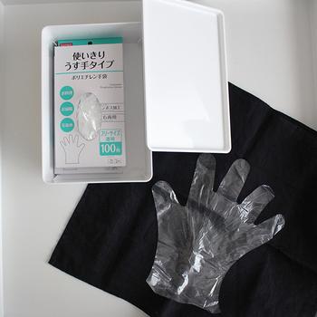 掃除はもちろん、調理作業やお家での染髪にと使い勝手のよいビニール手袋。 使い捨てだとコスパ面が気になりますが、100円で100枚とうれしいコスパ。