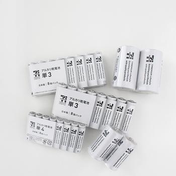 カラフルなデザインが多い乾電池に、珍しいモノトーンで人気のセブンイレブンの乾電池。 ストックしても乱雑な印象になりません◎