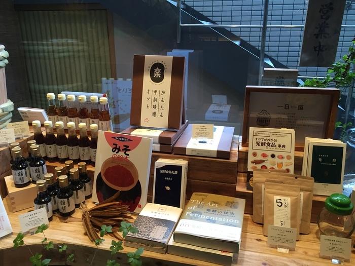 店内では、発酵食品に関する書籍など物販も取り扱っています!食べて学べる素敵な発酵カフェです。