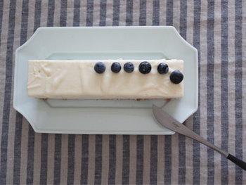 長方形のケーキ皿として使っても◎。心が和む「瑞々」の長皿は使うほどに愛着が増し、大切に長く使いたくなります。