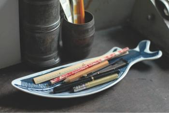 ユニークなクジラのデザインは、食器としてのみ使うのはもったいない。ステーショナリーやアクセサリーなど、小物類を入れておくのもいいですね。