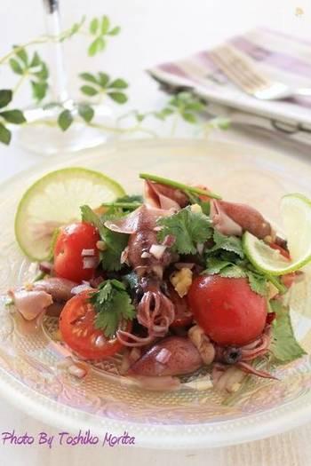 ペルー料理の魚介&野菜のマリネ・セビーチェは、女性に人気の前菜ですね。ホタルイカを加えると、おいしさはもちろん、見た目も可愛くておしゃれ。ワインのおともにも◎