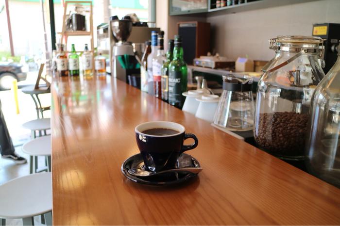 どんなコーヒーが、どんなバリスタやオーナーが待っているのかな? ※画像は「BEASTIE COFFEE CLUB TOKYO」のカウンターから。