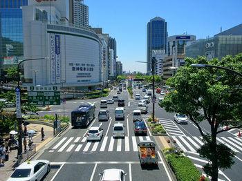 異人館がある北野の最寄駅である三宮駅。元町へは徒歩10分ほどの距離なので、三宮から歩いて南京町へ行くこともできます。駅の高架下の商店街の中を通っていけば、迷わず元町まで行けますよ。