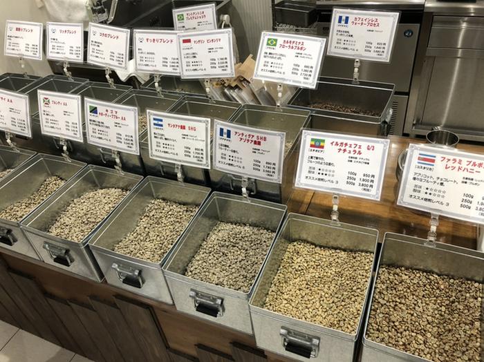 豆は100gから購入可能。注文後に焙煎してくれ、待つ間(7-8分)にコーヒーをサービスしていただけます。