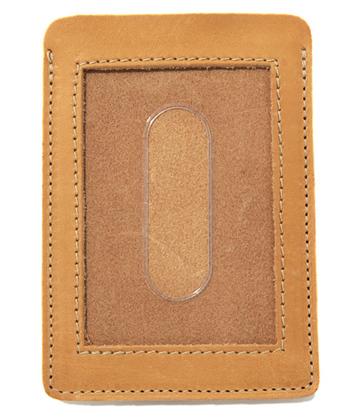 オリジナルレザーを使用したシンプルなパスケース。薄くかさばらないので、さっと取り出せるという魅力も◎