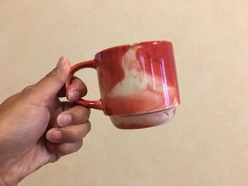 出雲を訪れた記念に、スターバックスでIZUMO限定マグを手に入れてみては。  出雲の名産品である「メノウ」をイメージしたマグカップは、お土産にしても素敵ですね。 購入してすぐ、こちらのマグでコーヒーをいただくこともできるのだそう。