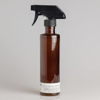空間やクロス、ソファなどにシュッとスプレーして香らせるルームスプレー。2種類の香りは、それぞれ他にはない珍しい香りが特徴です。