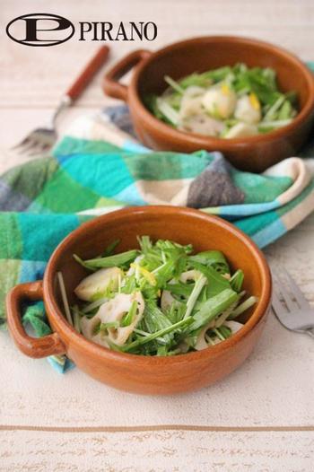 れんこんのシャキシャキ感と、ほくほくの里芋が、さっぱりとした水菜とよく合う簡単サラダ。ゆずぽん酢の香りが広がり、たくさん食べられちゃいそう。