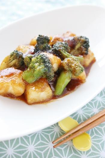 イカとブロッコリーの彩りもきれいな一品。噛むほどに味わい深く、ほのかな辛味とゆずぽん酢の甘酸っぱさで、ぱくぱくと食が進む一品です。
