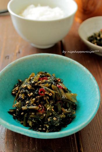 旨みの凝縮した干し高菜をごま油でささっと炒めて、ごはんのおともに。お弁当の彩りとしても使えます。