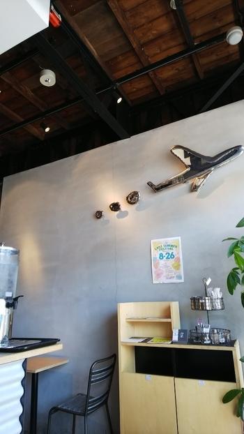北千住の駅から歩いて10分ちょっとのところにある「SLOW JET COFFEE(スロージェットコーヒー)」は、オープン以来注目されているサードウェーブコーヒースタンドです。