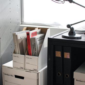 アメリカの銀行や公共施設で広く採用されているFellowes(フェローズ)社の段ボール製書類ボックス。見た目がおしゃれなだけでなく軽量で扱いやすいのが嬉しいポイントです。