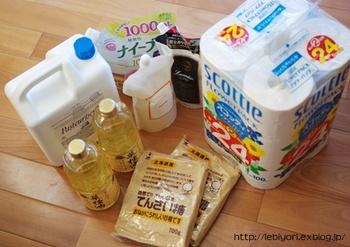スーパーまでの往復、買い物の時間を一気に短縮できるというメリットのほか、トイレットペーパーや油、水といった重いものをおうちまで運んでもらえるという大きな利点があります。子どもの手を引きながら、大きな物を持って帰るのは大変ですからね。