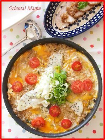 〆にごはんを加えてリゾットにするのは、お鍋の楽しみですよね。カットしたおもちや、すき焼きにはあまり馴染みの無いトマトを加えて、新しい味に挑戦してみませんか?