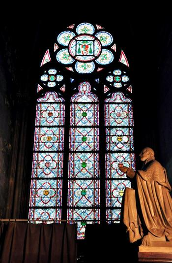 """「ノートルダム(Notre-Dame)」とは、フランス語で""""私たちの貴婦人""""という意味。これは、聖母マリアに捧げられた教会堂であることを表しています。"""
