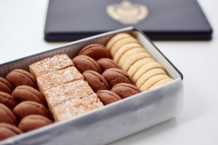 オーストリア国家公認コンディトールマイスターを獲得する、高級洋菓子店の本格クッキー。バニラ、チョコ、シナモンの3種が詰め合わせになっています。どれも洗練された味わいで、ひとつずつ大事に大事に食べたくなります。