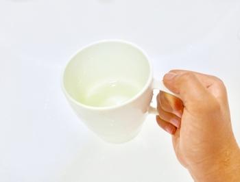 摂取量はというと、大人は1日500~1000mlの経口補水液を、少しずつ、何度かにわけて飲んだ方が効果的です。常温で飲むことが最も効果的と言われています。