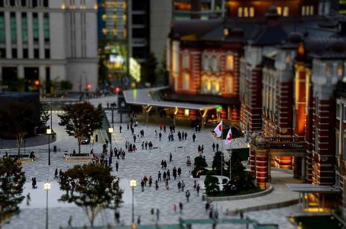 「東京駅」。  その名を耳にしただけで、様々な記憶が呼び起こされる方はきっと多いはず。 また、昭和期の二階建て八角形の駅舎をついつい思い出してしまう人も、きっと少なくないはずです。