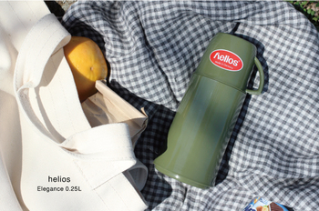 ドイツの老舗魔法瓶メーカー「helios(ヘリオス)」の水筒は、60℃のドリンクを10時間以上キープしてくれるという抜群の保温性が魅力です。大きすぎないサイズ感なので、ちょっとしたお出かけにも持ち歩きやすいのが嬉しいポイント。