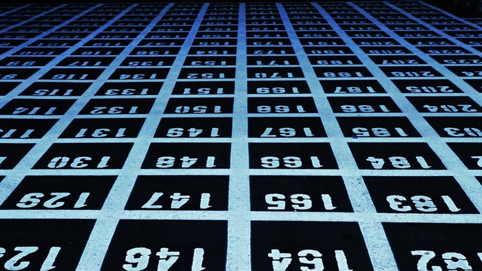 数字を求めて行ったことのない土地に行ってみるのも◎。たくさんの数字が思いのほか、アーティスティックに見えてきます。
