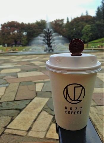 コーヒーとパンをテイクアウトして、ひろびろとした公園でゆっくり味わってもいいね♪