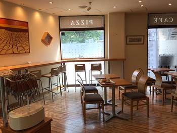 「箱根ベーカリー」はその名のとおり、三島のお隣・箱根で生まれたパン屋さん。観光地の箱根でおもてなしのパンを作っています。三島店は、三島駅直結。改札を出ずとも買うことができるそうです。