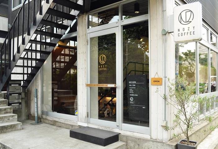 オープンは2010年。店内に設置されていた大型焙煎機「PROBAT」を原宿の新店「THE ROASTERY BY NOZY COFFEE」に移し、そこで焙煎された豆を使用しています。