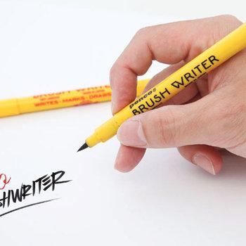 アメリカンな雰囲気があるペンコですが、実は日本のブランド。こちらはポップなデザインに日本の老舗筆メーカーの技術をプラスしたブラシライター。きれいに文字を書こう!という気分が高まります。